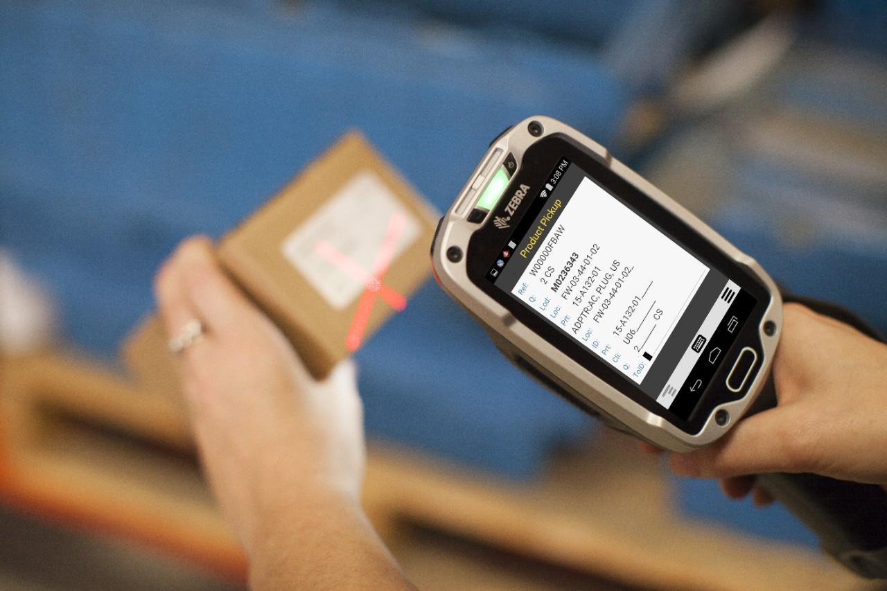 Erfassung des Codes auf einem Produkt mit einem Zebra Handscanner